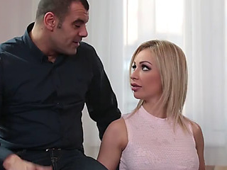 Breasty wench chessie kay deepthroats 4 boyz to receive the job